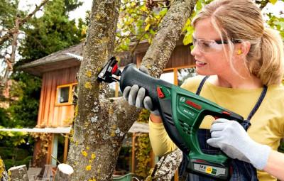 Сабельная аккумуляторная пила — универсальный помощник для ухода за садом