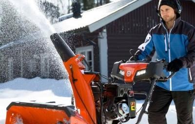 Самоходный бензиновый снегоуборщик — рейтинг популярных моделей