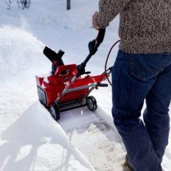 Механический снегоуборщик