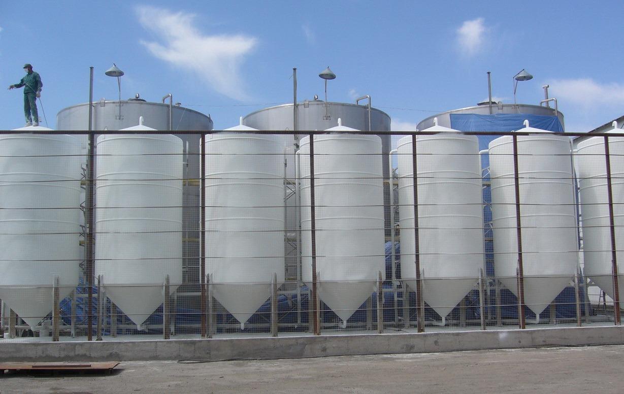 использование в сельскохозяйственных сооружениях в качестве защитных покрытий;