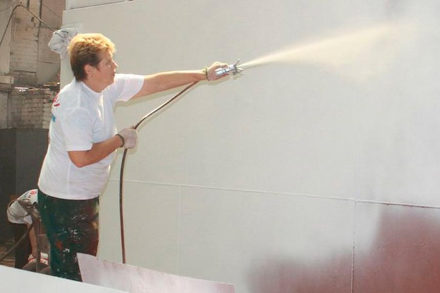 распылителем (могут быть использованы воздушное или безвоздушное распыление с помощью механических или электрических устройств).